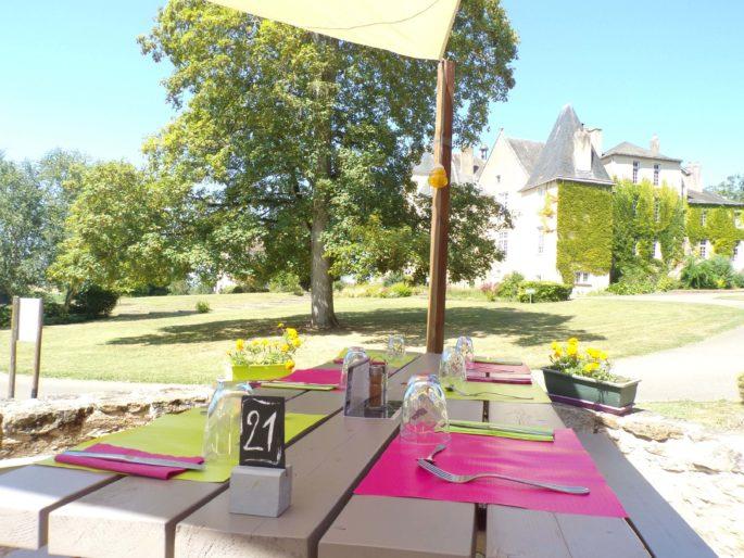Restaurant Domaine de Pescheray La Quinte Feuille restaurant-domaine-zoologique-de-pescheray-la-quinte-feuille-menu-table-repas-zoo-animaux-parc-animalier-le-breil-sur-merize-le-mans-sarthe-pays-de-la-loire