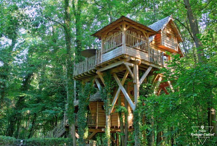 La cabane Spa de la Clairière, cabane dans les arbres avec jacuzzi privatif