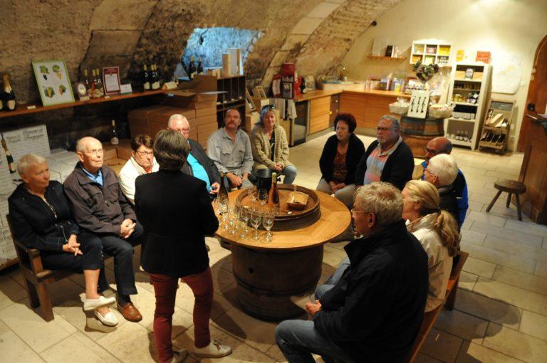 Visite des Caves et dégustation au domaine Borgnat en Bourgogne à Auxerre  Visite des Caves et dégustation au domaine Borgnat en Bourgogne visite-cave-degustation-chambre-hote-charme-familiale-auxerre-yonne-bourgogne-viticulteur-gite-insolite-table-vigneron