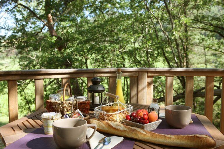 Cabane de Lily - Petit déjeuner sur la terasse