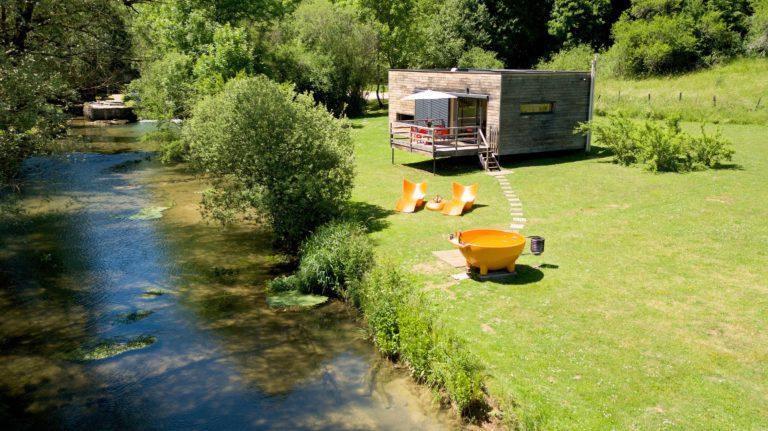 La cabane : Pont de la Roche, Gîte insolite weekend-amoureux-bourgogne-hebergement-romantique-haut-de-gamme-luxe-spa-gite-atypique-campagne-proche-dijon-cote-or-calme-detente-chalet-gite-cabane-domaine-pont-roche-cube