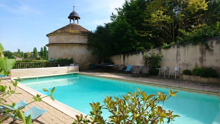 Vignerons en Bourgogne, Églantine et Benjamin Borgnat à Auxerre Maison d'hôtes, domaine Borgnat dans l'Yonne en Bourgogne location-chambre-hote-charme-familiale-auxerre-yonne-bourgogne-viticulteur-gite-insolite-table-vigneron