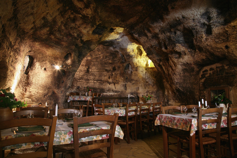 Fouees restaurants. Les Caves de la Genevraie, Restaurant troglodytique à Rocaminori, Anjou caves-genevraie-restaurant-troglodytique-n-hotel-troglodyte-saumur-anjou-weekend-romantique-amoureux-sejour-atypique-troglo