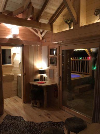 Le spa depuis l'intérieur, La Cabane Spa de l'Ile, Les Cabanes du Moulin
