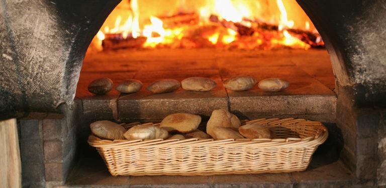 Fouee Restaurants. Les Caves de la Genevraie, Restaurant troglodytique à Rocaminori, Anjou caves-genevraie-restaurant-troglodytique-n-hotel-troglodyte-saumur-anjou-weekend-romantique-amoureux-sejour-atypique-troglo
