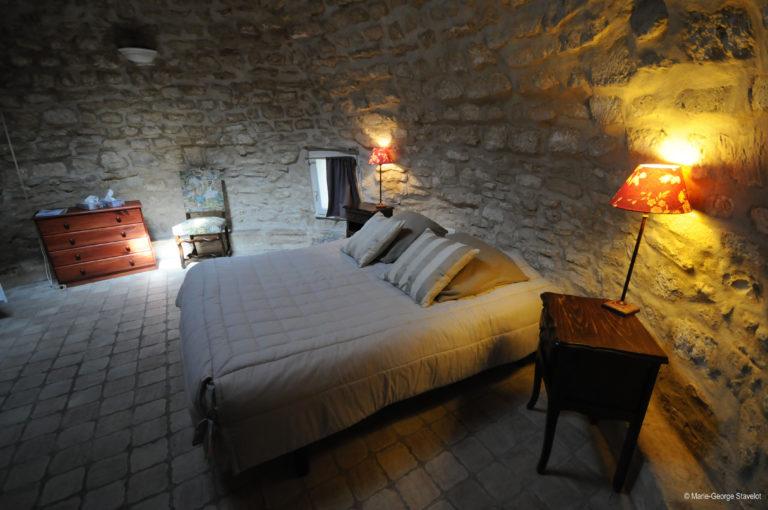 Gîte Le Colombier, domaine Borgnat en Bougogne à Auxerre Gîte insolite avec piscine Le Colombier en Bourgogne pigeonnier-colombier-chambre-hote-charme-familiale-piscine-auxerre-yonne-bourgogne-viticulteur-gite-insolite-table-vigneron
