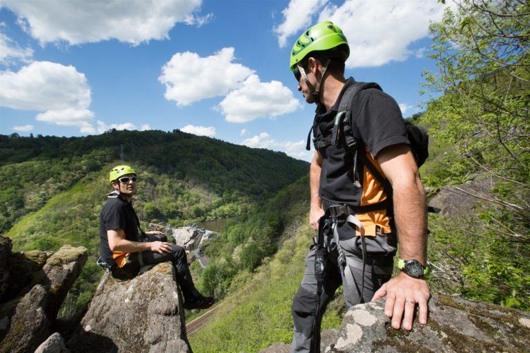 Oxygène Sports Nature : via ferrata, escalade, grimp'arbre activite-famille-enfant-loisirs-oxygene-sports-nature-balade-via-ferrata-escalade-grimp-arbre-tir-arc-correze-nature-calme-tourisme-brive-la-gaillarde