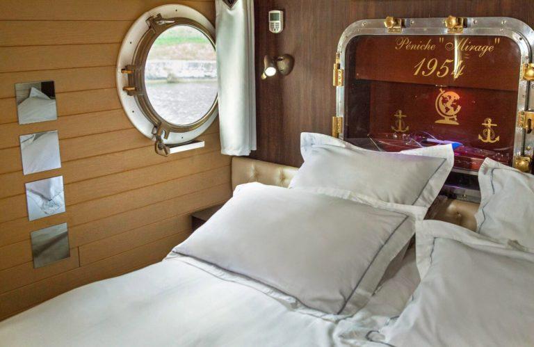 Péniche Mirage, chambres d'hôtes insolites croisiere-luxe-weekend-hebergement-nuit-sejour-peniche-mirage-chambres-hotes-insolites-canl-midi-carcassonne-amoureux-romantique-detente-calme-repos-aude-occitanie-fluviale-ecluse