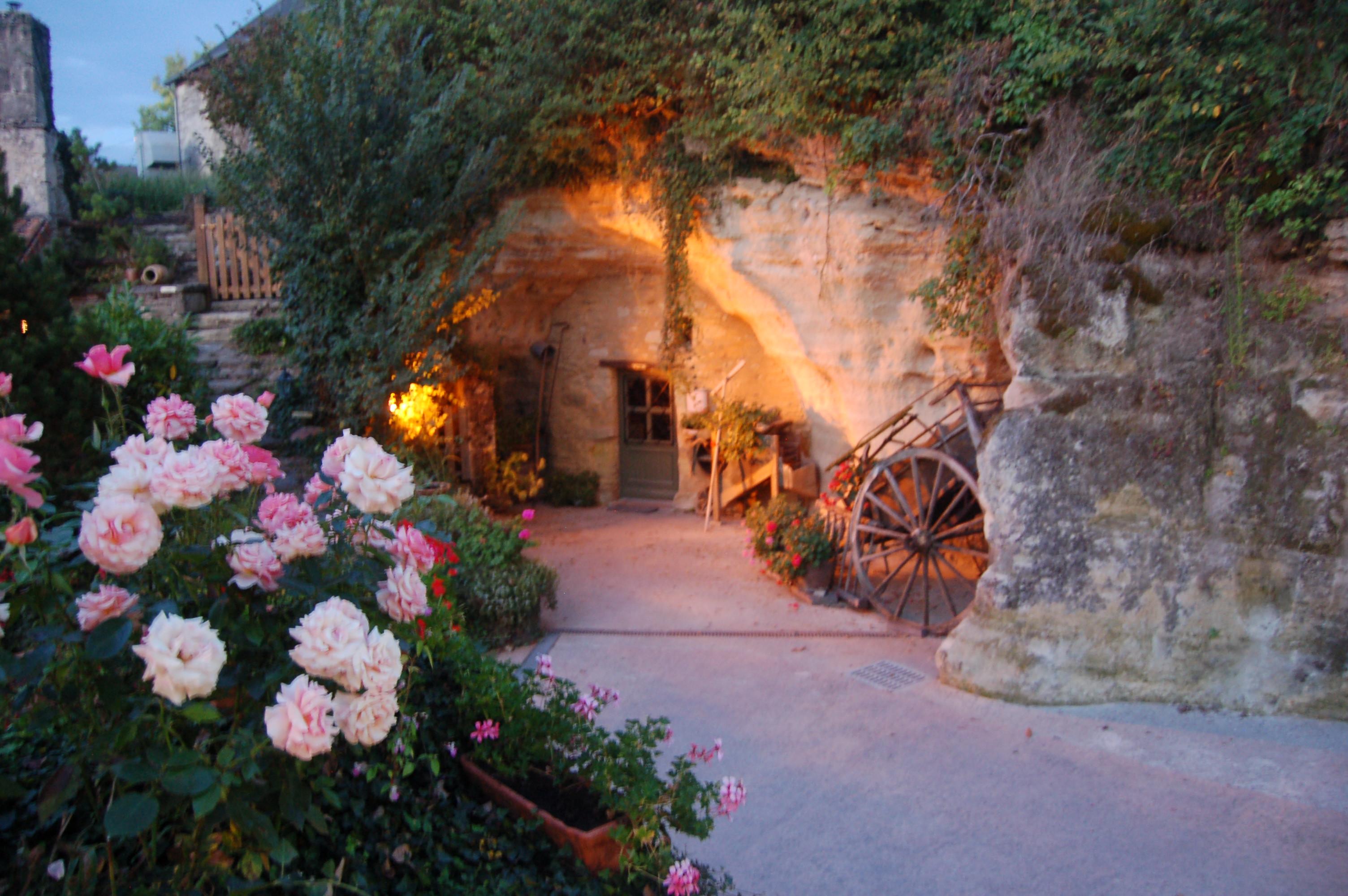 Vue extérieur accès four Les Caves de la Genevraie, Restaurant troglodytique à Rocaminori, Anjou caves-genevraie-restaurant-troglodytique-n-hotel-troglodyte-saumur-anjou-weekend-romantique-amoureux-sejour-atypique-troglo