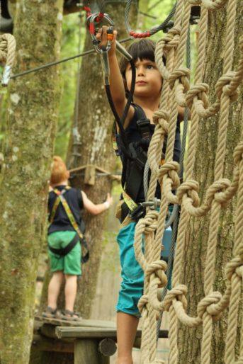 accrobranche-malika-Wizz'Titi, Course d'orientation parcours aventure dans les arbres accrobranche-obstacle-enfant-adulte-famille-sortie-detente-correze-proche-brives-la-gaillarde-orientation-parcours-aventure-arbre-sentier-wizztiti