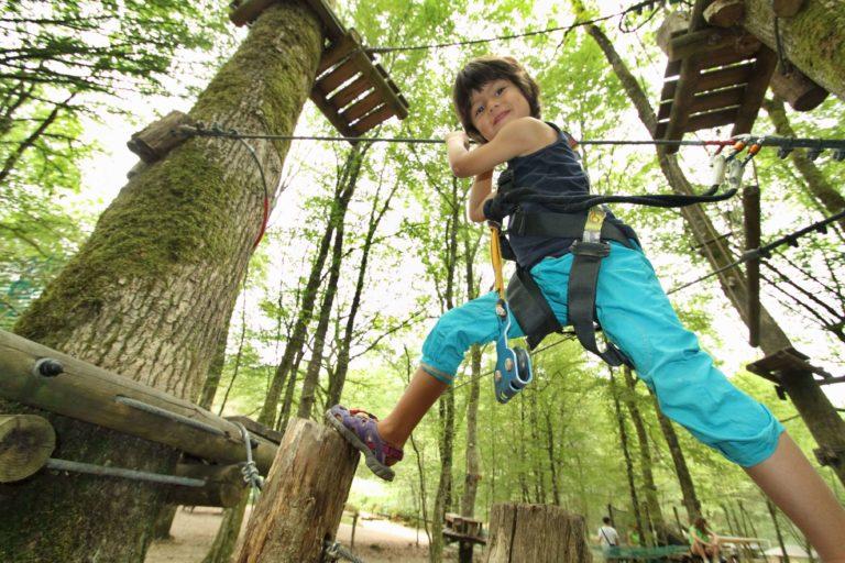 accrobranche-malika-turin_Wizz'Titi, Course d'orientation parcours aventure dans les arbres accrobranche-obstacle-enfant-adulte-famille-sortie-detente-correze-proche-brives-la-gaillarde-orientation-parcours-aventure-arbre-sentier-wizztiti