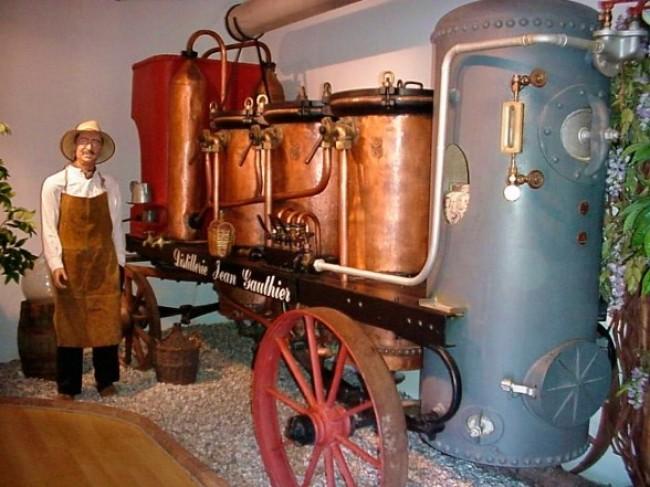 Distillerie Jean Gauthier, liqueurs et apéritifs en Ardèche distillerie-jean-gauthier-liqueurs-cremes-aperitifs-visite-musee-degustation-produits-regionaux-terroir-ardeche-locaux-eau-vie-fuit-poire-william-drome-isere