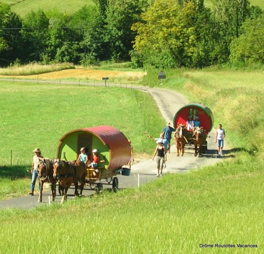 Drôme Roulottes Vacances, balade en Roulotte itinérante