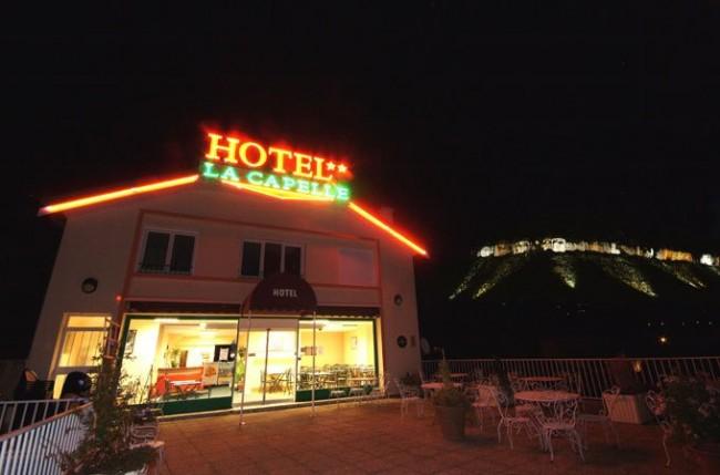 Hôtel ** de la Capelle plein centre de Millau hebergement-chambre-nuit-sejour-hotel-de-la-capelle-millau-aveyron-occitanie-rouergue-vue-magnifique