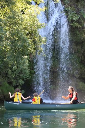 Evolution2 Millau, descente en canoë et SUP sur le Tarn activite-loisirs-famille-enfants-riviere-visite-tarn-millau-viaduc-aveyron-location-bateau-evolution-2-millau-descente-en-canoe