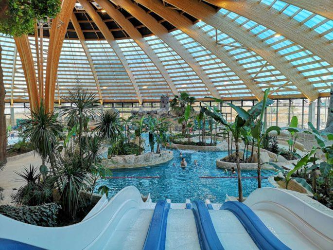 Location Camping'Hutte, Domaine des Ormes, séjour en Bretagne location-sweet-home-weekend-insolite-sejour-amoureux-vacances-famille-nuit-cabane-amis-cottage-mobilhome-gite-hotel-loisirs-detente-golf-centre-equestre-equitation-cheval-ormes-domaine-resort
