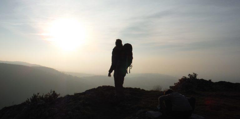 Berniquaut-randonnée-accompagnée-contemplation-sommet-montagne-noire Nicolas Dreux randonnée montagne Noire en Pays Cathare nicolas-dreux-accompagnateur-randonnee-en-montagne-noire-pays-cathare-occitanie-aude-saissac-carcassonne-massif-central-rigole-canal-midi-sentier-balade-decouverte