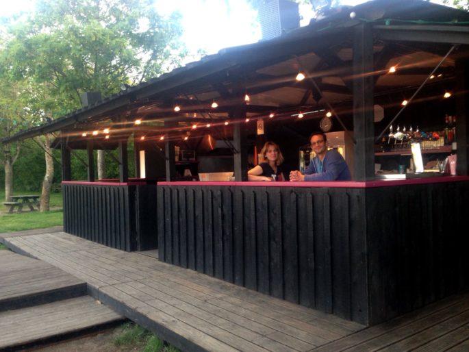 Guinguette de Chinon au bord de la Vienne restaurant-guinguette-de-chinon-au-bord-de-la-vienne-plage-terrasse-bar-animation-soiree-famille-chateau-indre-et-loire