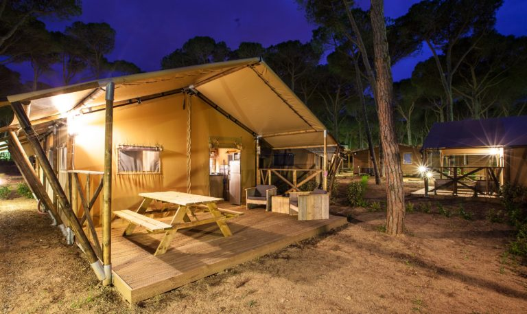 LODGES_cypsela_Lodge_Tentes GLAMPING Camping 3* du Lac du Causse en Limousin location-hebergement-insolite-sejour-nature-camping-du-lac-du-causse-limousin-chalets-bois-famille-enfant-activite-terrasse-tentes-safaraid