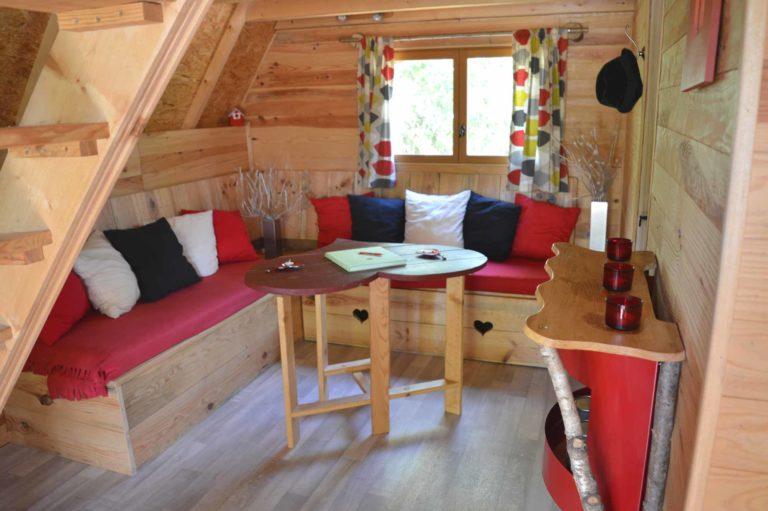 Ile cabane : Le Nid dans les Bruyères l'Aisne en Picardie location-hebergement-insolite-weekend-sejour-romantique-cabanes-perchees-fere-en-tardenois-aisne-picardie-ile-cabane-le-nid-dans-les-bruyeres