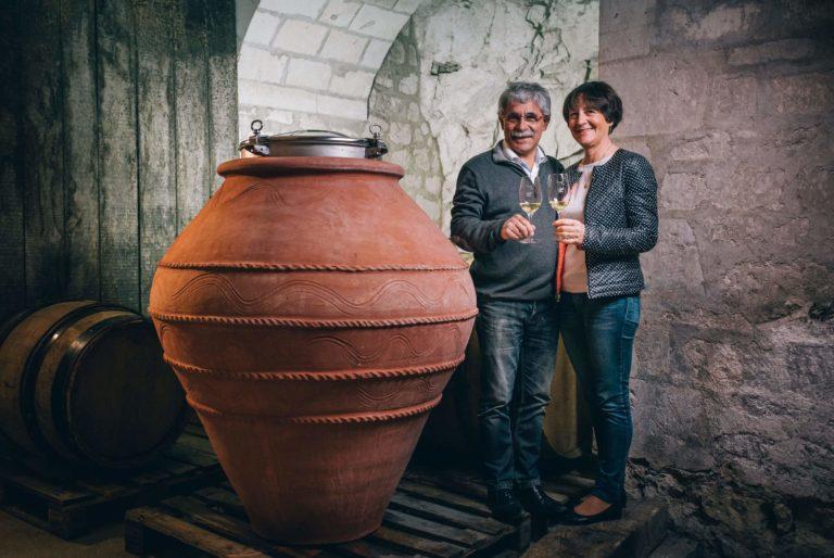 Dégustation au domaine de Noiré vigneron BIO à Chinon degustation-au-domaine-de-noire-vigneron-bio-chinon-touraine-vin-biologique-cave-visite-oenotourisme-caleche-vigneron-viticulteur-raisin-cepage-terroir jean-max-odile-degustation-au-domaine-de-noire-vigneron-bio-chinon-touraine-vin-biologique-cave-visite-oenotourisme-caleche-vigneron-viticulteur-raisin-cepage-terroir