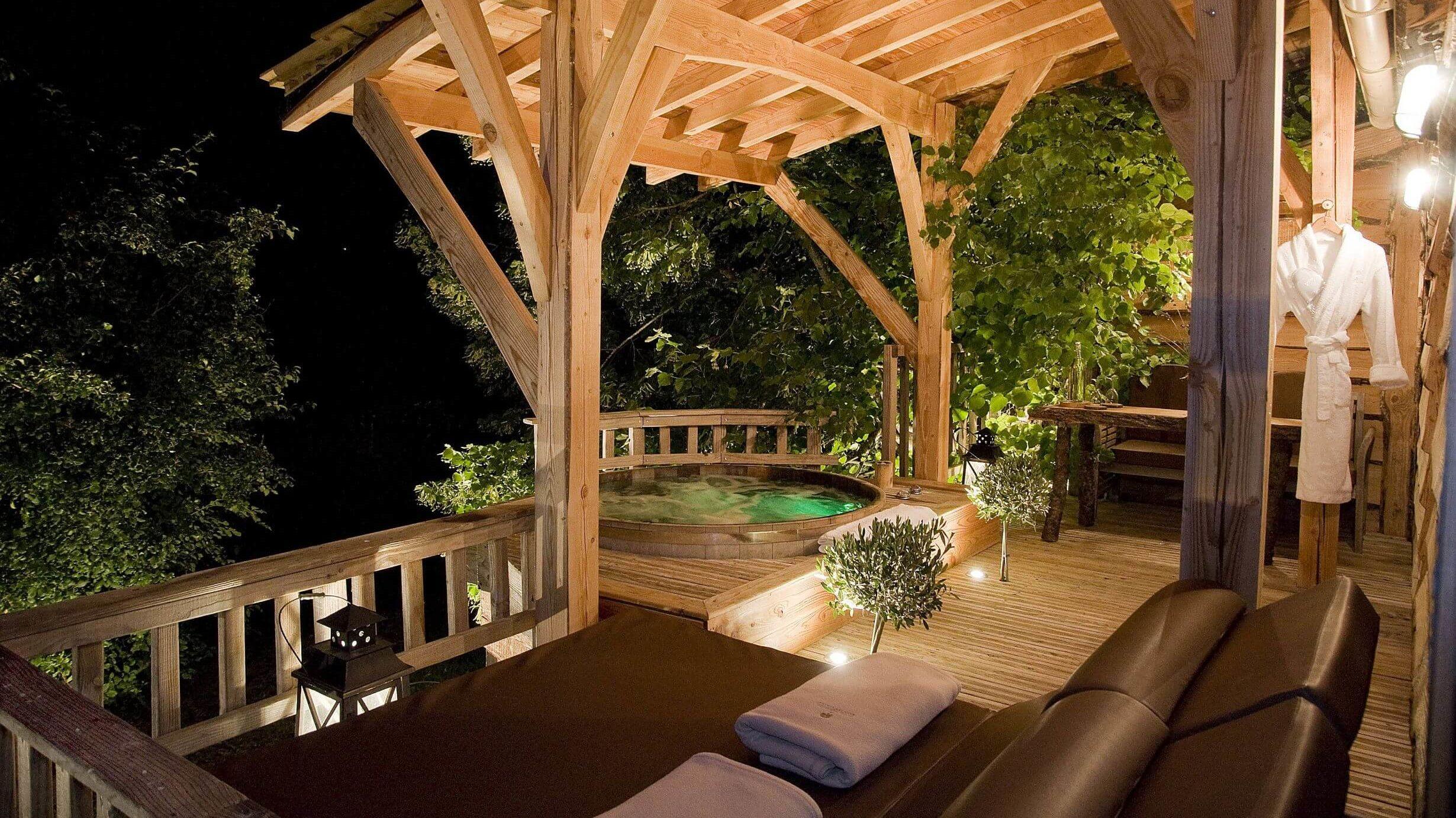 original cabane spa du tilleul h bergement insolite. Black Bedroom Furniture Sets. Home Design Ideas