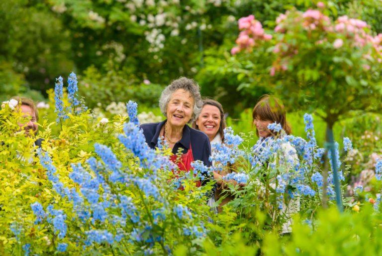 Jardins-de-Viels-Maisons-Bertrande-de-Ladoucette-et-visi teurs Les Jardins de Viels-Maisons visite-jardins-fleurs-plantes-de-viels-maisons-aisne-hauts-de-france