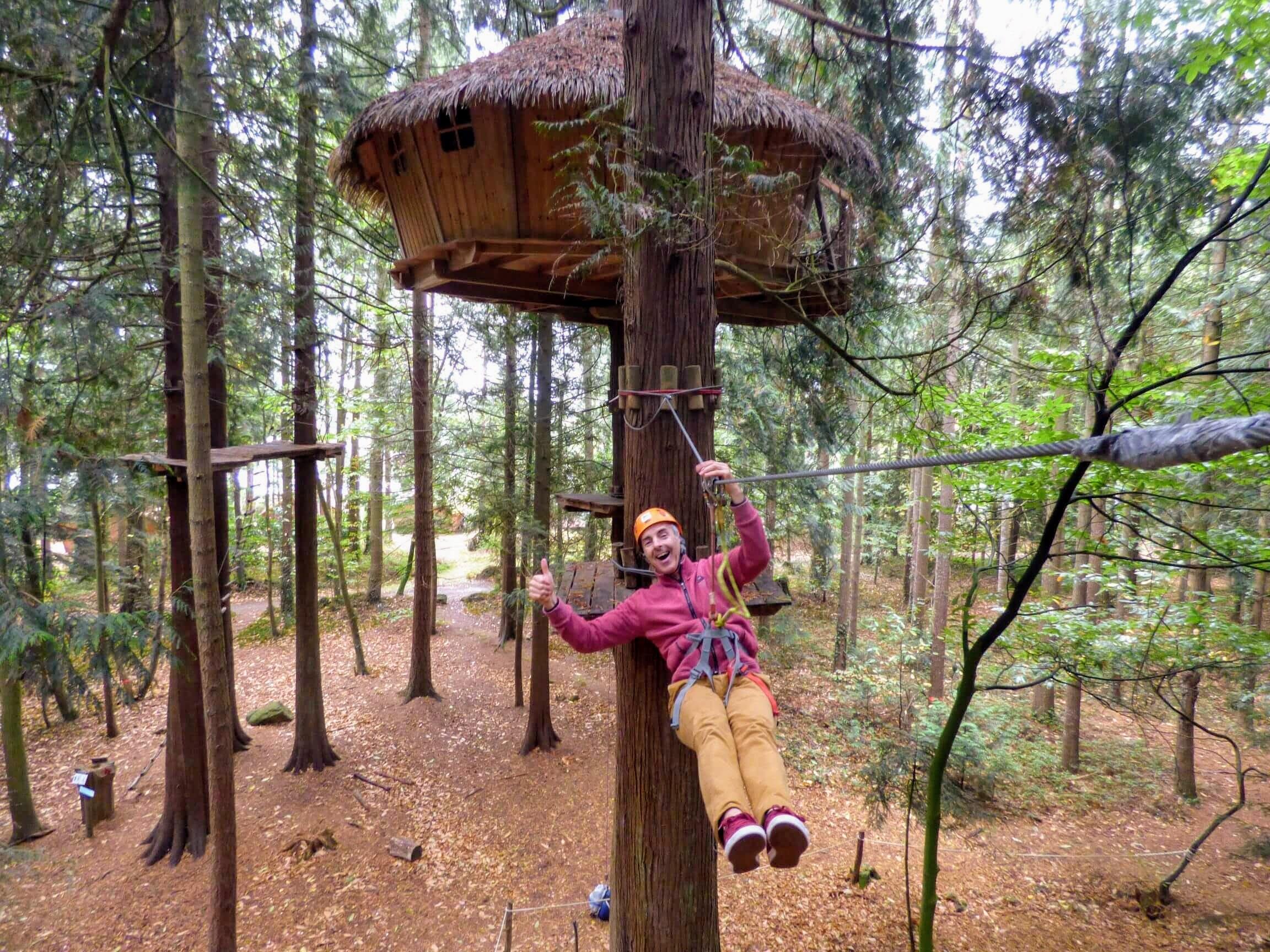 Cabane tyrolienne insolite dans les arbres, séjour romantique Bretagne cabanes-tyroliennes-weekend-insolite-sejour-amoureux-vacances-famille-nuit-cabane-amis-cottage-mobilhome-gite-hotel-loisirs-detente-golf-centre-equestre-equitation-cheval-ormes-domaine-resort