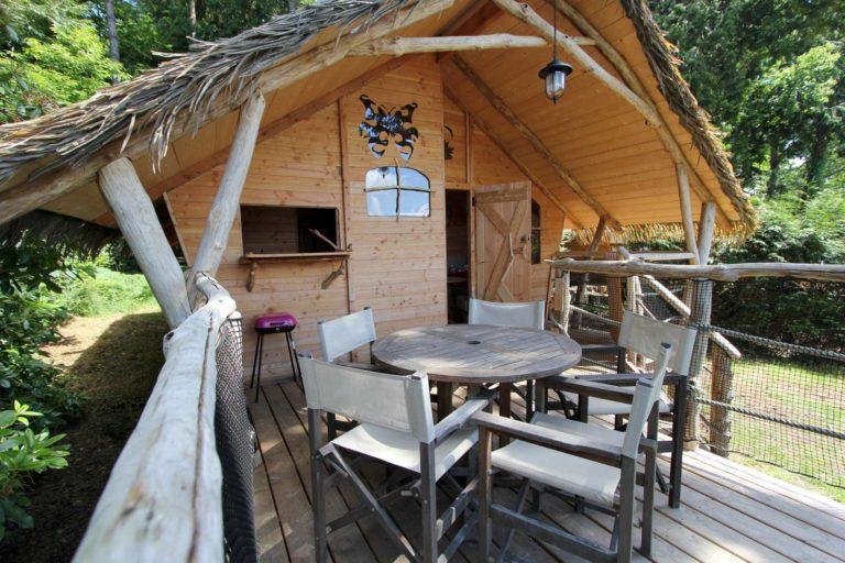 les_ormes_camping_hutte_001 Location Camping'Hutte, Domaine des Ormes, séjour en Bretagne location-sweet-home-weekend-insolite-sejour-amoureux-vacances-famille-nuit-cabane-amis-cottage-mobilhome-gite-hotel-loisirs-detente-golf-centre-equestre-equitation-cheval-ormes-domaine-resort