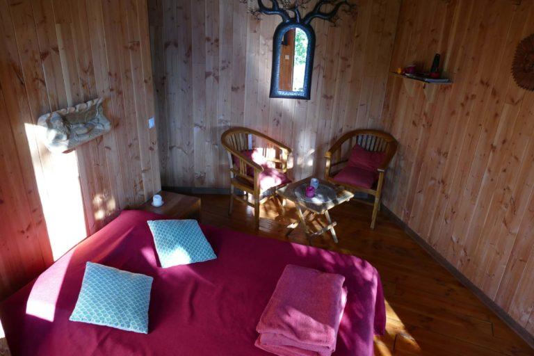 Pin en Vert, cabane nichée en forêt face à la Dordogne location-cabane-charme-romantique-amoureux-insolites-arbres-perches-nature-weekend-sejour-hebergement-foret-bois-saint-martial-entraygues-dordogne-correze-nouvelle-aquitaine-pin-en-vert