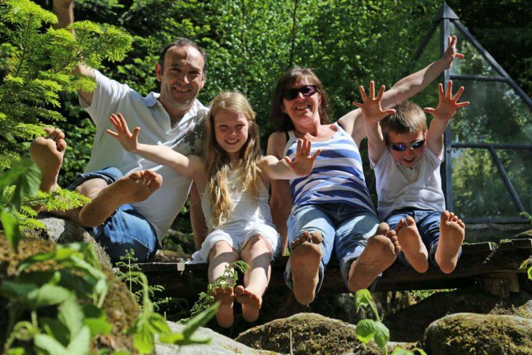 En famille. la ferme aventure Séjour insolites dans une pyramide à La Ferme aventure we-weekend-insolite-hebergement-atypique-sejour-romantique-location-pyramide-ferme-aventure-vosges-montagne