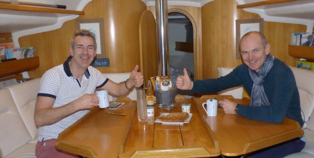 Voilier à quai, Week-end insolite en Bretagne yachting Audièrne voilier Atlantis week-end-insolite-bateau-voilier-quai-bretagne-finistere-audierne-port-couchette-atypique-amoureux