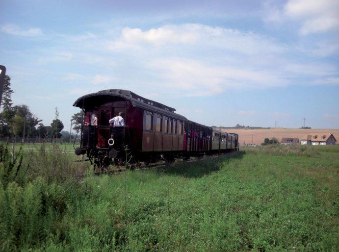 Chemin de Fer de la Vallée d'Eure balade-train-vapeur-voyager-chemin-de-fer-vallee-eure-pacy-sur-eure-normandie CFVE-Rame voyageur