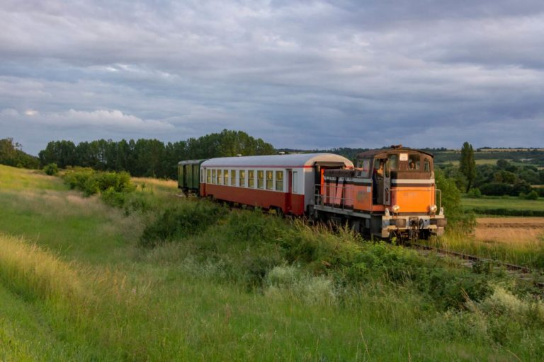 Chemin de Fer de la Vallée d'Eure balade-train-vapeur-voyager-chemin-de-fer-vallee-eure-pacy-sur-eure-normandie (grand format)Y 7813 Train restaurant Breuilpont - Chambray, Pacy-sur-Eure 2 juillet 2016