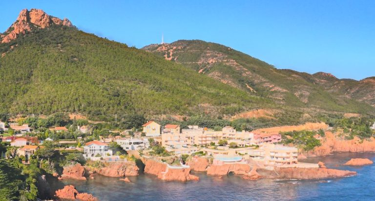 Location de vacances de luxe sur la Côte d'Azur. Corniche d'Or avec France Week-end