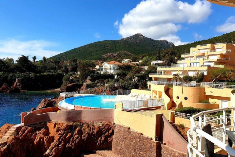 Appartements à louer dans une résidence les pieds dans l'eau avec piscine près de St Raphaël avec France Weekend
