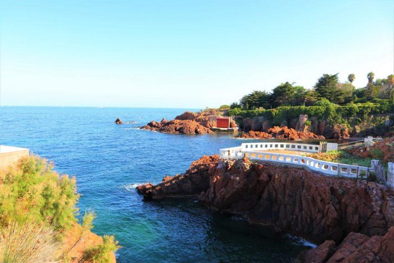 Crique privée de la résidence hôtelière du Cap Nérée près de Saint Raphaël avec France Weekend