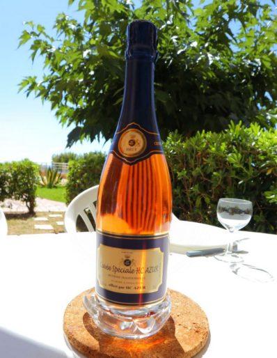Vin rosé à déguster dans votre appartement de vacances sur la Côte d'Azur avec HC Azur