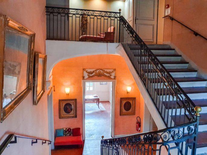 Escalier principal Château de Roussan