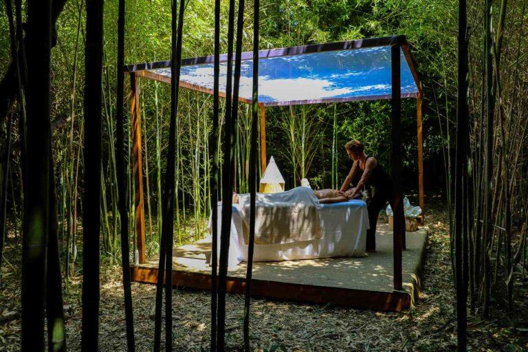 Massage dans la bambouseraie