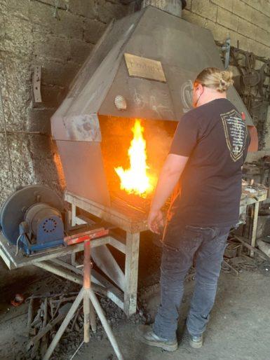 La forge du Loup à Plouezoc'h Baie de Morlaix Finistere Bretagne hache couteau forgeron viking